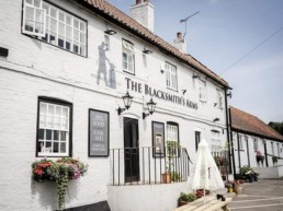 pub holidays east midlands | Thorganby Hall